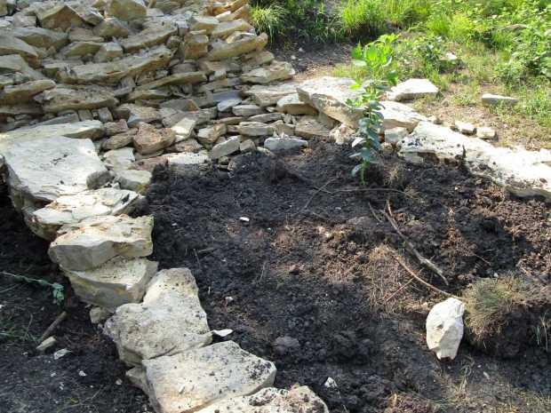 Drystack retaining wall under construction